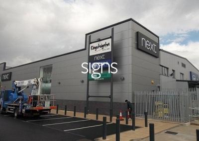 Kingsteignton Retail Park Sign Post