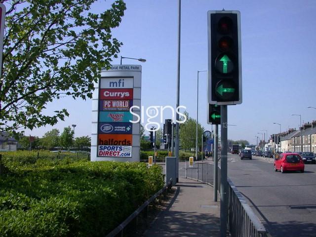 Cambridge_Retail_Park_shopboard_East_-_geograph.org.uk_-_798157